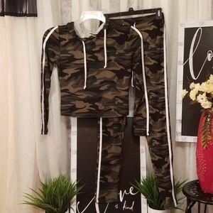 SuperNova Girls Junior Camouflage 2 piece set M
